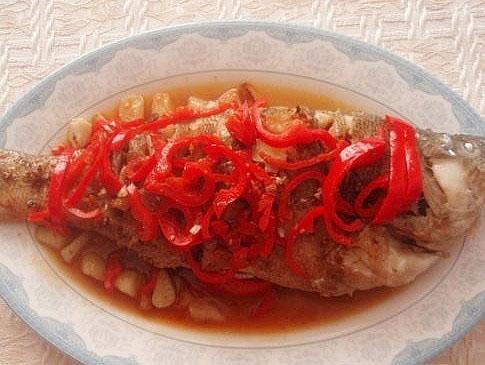 怎么做蒜烧鲈鱼