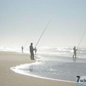 冬季滩钓技巧- 冬季滩钓 鱼大又安全 何必拥挤抢矶钓