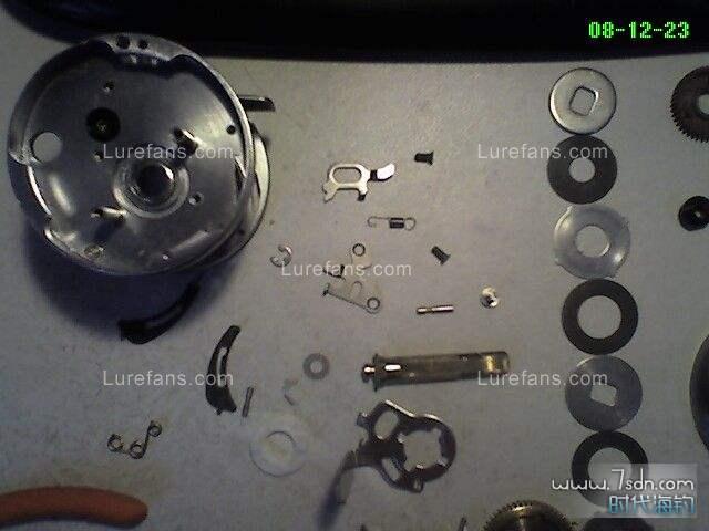 手把与波箱里的零件比较大,相对的里面的配件比较小,拆放一定要当心