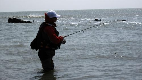 海钓鲈鱼怎样防挂底